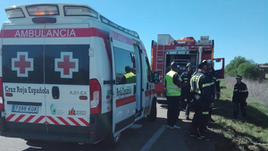 Ambulancia de la Cruz roja y bomberos de Badajoz