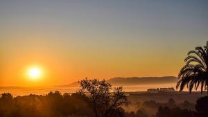 Cálido amanecer en Valencia este viernes, mañana se repetirá con más brumas