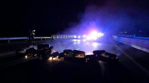 Cremen pneumàtics a l'A-27 a Valls