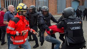 Durant la jornada de l'1-O hi va haver diversos conflcites entre policia espanyola i Bombers