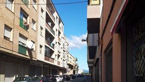 El carrer de Mossèn Jaume Urgell, al Vendrell.
