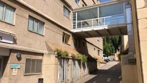 El centre només disposa de 48 llits d'hospitalització d'aguts per una població de 64.168 habitants, de la Conca de Barberà i l'Alt Camp