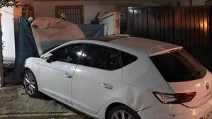 El coche del atropello de Castellar tras empotrarse contra un muro