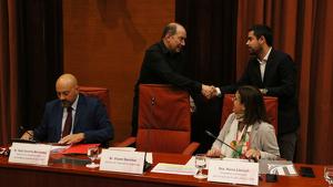 El director de TV3, Vicent Sanchis, saluda el president de la Comissió de Control de la CCMA, David Mejía (Cs)