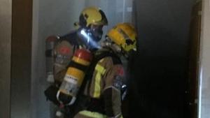El foc va originar-se al quadre elèctric del local, situat al subterrani