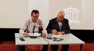 El regidor Pep Forn amb Jordi Hernàndez, representant de la Taula de l'Audiovisual de Terrassa
