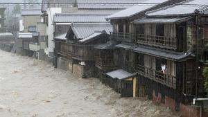 El tifón Hagibis ha tocado tierra en Japón dejando graves inundaciones y vientos huracanados