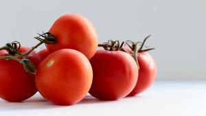 El tomate posee propiedades laxantes, depurativas y antioxidantes.