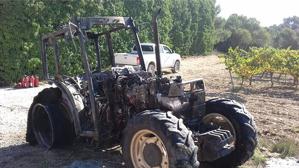 El tractor ha quedat totalment cremat.