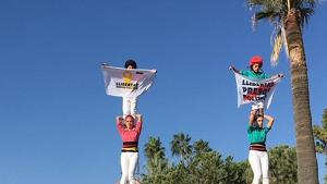 Els Castellers de Vilafranca i la Colla Vella han alçat pilars de 4 a Cannes en suport al presos polítics