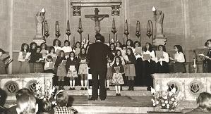 Els primers cantaires del Cor Sant Esteve, als anys 70, en un concert a l'Església de Sant Esteve.