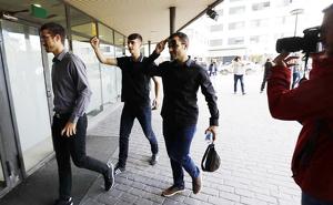 Els tres acusats, entrant als jutjats de Sabadell