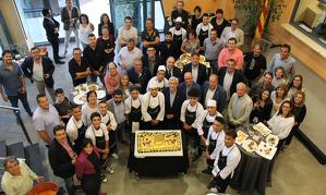 En la celebració no va faltar-hi un pastís commemoratiu elaborat per alumnes dels cursos de cuina de Concactiva