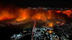 Espectacular imagen de los fuegos que afectan California esta semana