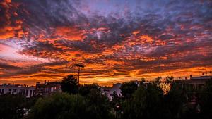 Espectacular posta de sol del divendres passat, que anuncia els canvis de demà i els propers dies