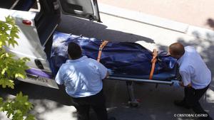 Expectació per l'aixecament del cadàver al carrer Volta de Terrassa