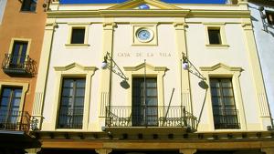 Façana de l'Ajuntament d'Alcover.