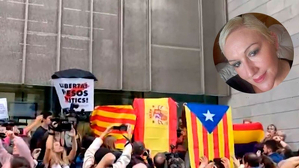 Frans Gallardo va onejar una bandera espanyola davant les portes de la Delegació del Govern a Girona
