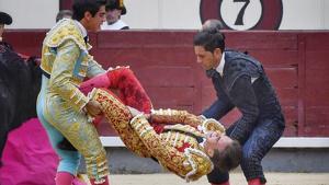Gonzalo Caballero sufre una grave cornada en Las Ventas