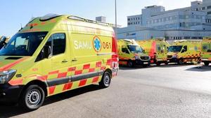 Imagen de archivo de varias ambulancias de Baleares