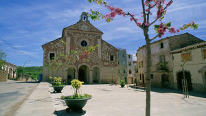 Imatge d'arxiu de la plaça de l'esglèsia d'Ulldemolins
