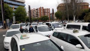 Imatge d'arxiu d'una concentració dels taxistes a la plaça Imperial Tàrraco.