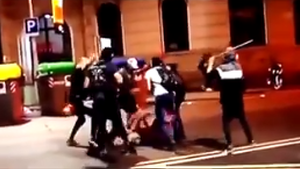 Imatge de la baralla al carrer Rosselló