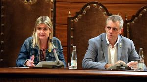 Imatge de la presidenta de la Diputació de Tarragona, Noemí Llauradó, i del vicepresident Adam Tomàs en el ple del 17 d'octubre del 2019