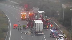 Imatge de l'accident a l'AP-7, a l'altura de Vilafranca