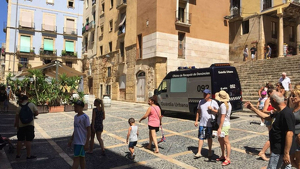 Imatge de l'oficina mòbil de recepció de denúncies instal·lada el mes d'agost a la Part Alta de Tarragona.