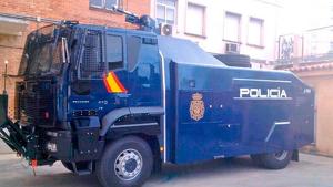 Imatge del camió de canó d'aigua de la Policia Nacional a Barcelona