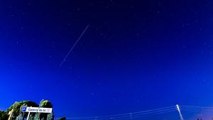 Imatge del pas de l'Estació Espacial pel cel de Catalunya