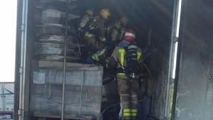 Imatge dels Bombers, treballant en l'incendi