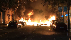 Imatge dels vehicles cremant a Barcelona