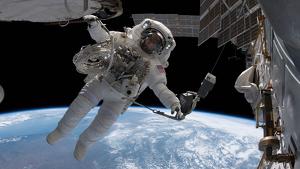 Imatge d'un astronauta des de l'Estació Espacial Internacional