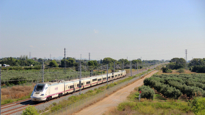 Imatge d'un dels trens realitzant les proves de circulació i seguretat a la variant de Vandellòs