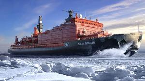 Imatge il·lustrativa d'un vaixell navegant per l'Àrtic