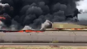 Incendi d'una nau d'objectes fallers en Guadassuar