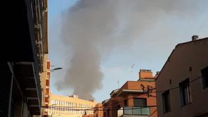 La columna de fum s'ha fet visible des de diversos punts de la ciutat