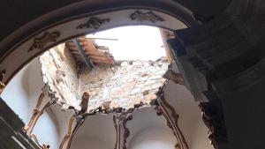 La cúpul·la de l'església ha quedat força malmesa a causa de l'esfondrament