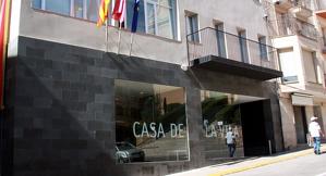 La façana de l'Ajuntament d'Alcarràs
