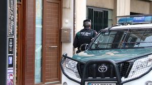 La Guàrdia Civil acusa els detinguts d'estar fabricant material incendiari des del mes de maig
