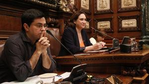 L'alcaldessa de Barcelona, Ada Colau, amb els tinents d'alcaldia Gerardo Pisarello i Laia Ortiz.
