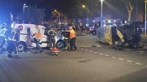 L'ambulància del SEM ha bolcat després de l'accident