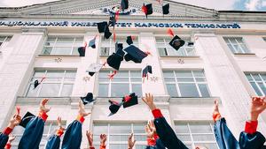 Las mejores frases para felicitar y dedicar en una graduación.