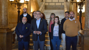 L'equip de govern tarragoní, durant la declaració institucional arran dels greus aldarulls viscuts a la ciutat la nit d'aquest dimarts, 15 d'octubre.