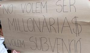 Les entitats de cultura popular del Vendrell han protesta durant la Fira.