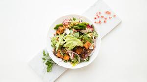Los aderezos para ensaladas aportan sabor a nuestros platos más sanos.