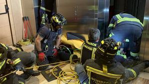 Los Bomberos del Ayuntamiento de Madrid en plenas tareas de rescate