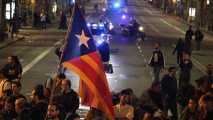 Manifestants concentrats a l'avinguda Diagonal de Barcelona